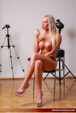 krisztina-sereny-smoking-01