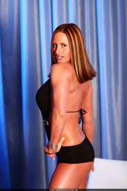 Nikki Jackson Performs Some Sexy Flexes