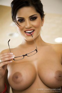sunny-leone-glasses-05