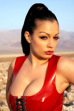 Aria Giovanni Latex on Lucifer's Links