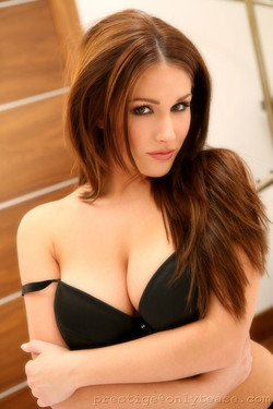 lucypinder-stockings09