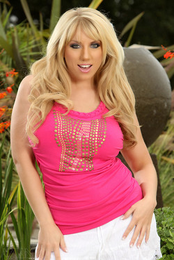 Heather Summers Full-Figured Blonde Goddess
