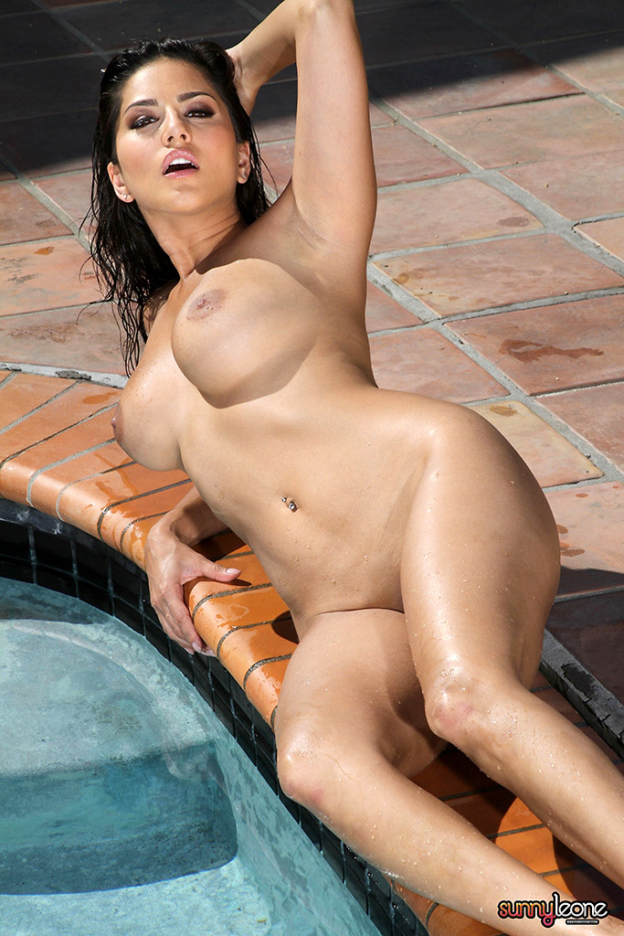 Sunny Leone A Reflection Of Bikini Beauty-4001