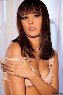 Nadia Aria Slovkian Beauty Does Enchanting Striptease