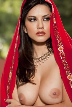 sunny-leone-sari-11