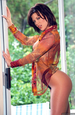 Jezebelle Bond Dark Haired Beauty Bares Bod in the Light of Day