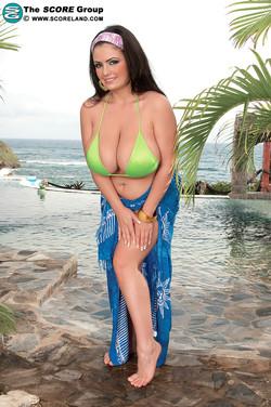 Arianna Sinn Bares Heavenly BBW Body from Green Bikini