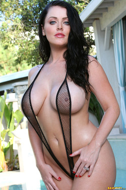 Sophie Dee Welsh Pornstar Showcases Big Boobs in a Sling Bikini