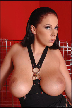 Gianna Michaels Traps Natural Big Boobed Bod in Steel Cage