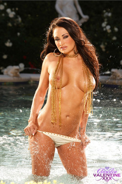 claudia-valentine-fountain-09