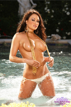claudia-valentine-fountain-10