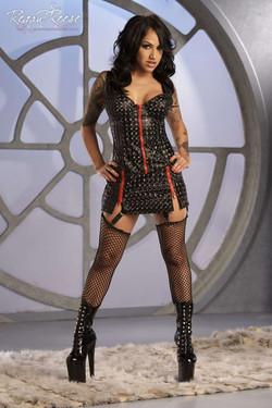 Regan Reese Tattooed Brunette in Fishnets Spreads her Legs