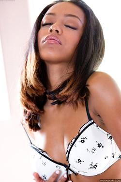 Tila Flame Slender Ebony Vixen Fondles Buff Naked Body