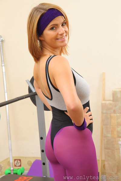 Jessica Kingham Sexy Blonde Gym Rat Flashes Big Boobs