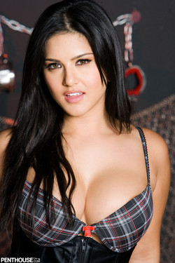 Sunny Leone Indian Pornstar Sheds Tight Corset