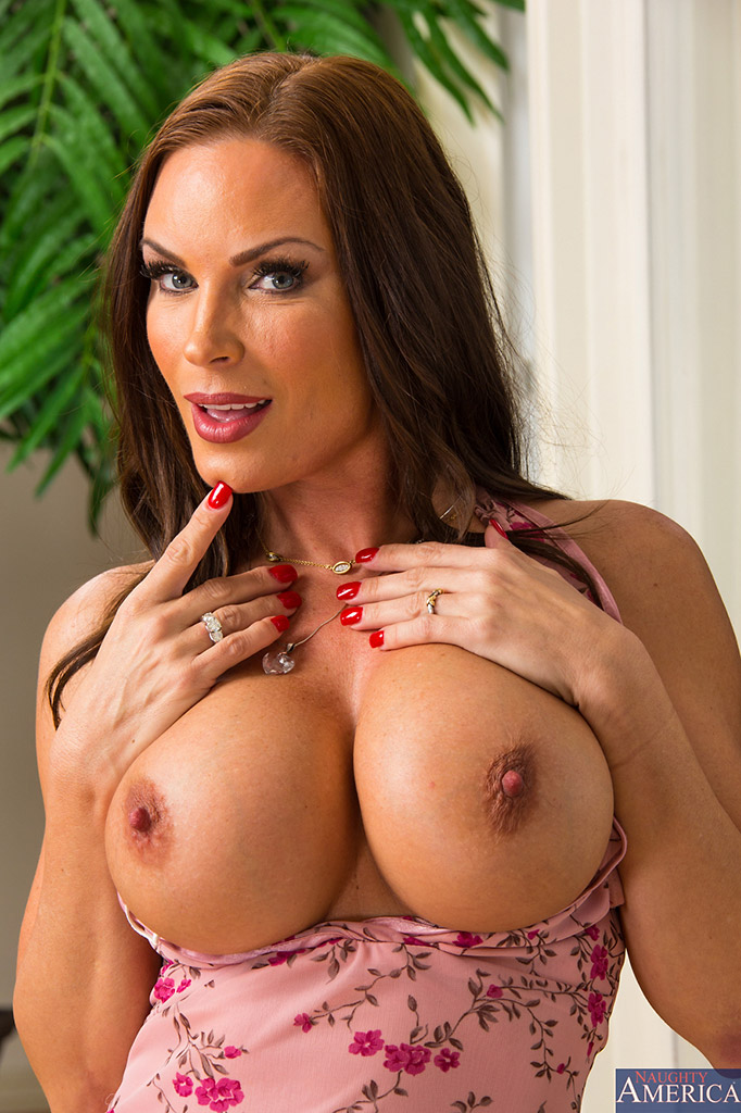 diamond foxxx hot cougar bares big boobs