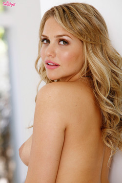 Mia Malkova Tantalizing Blonde Shows Off Soft Sexy Curves