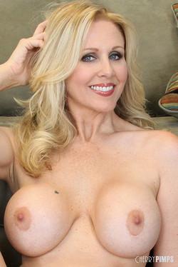 Julia Ann Superstar MILF Bares Sexy Busty Curves