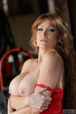 Darla Crane Redheaded Trashy MILF Bares Big Soft Curvy Body