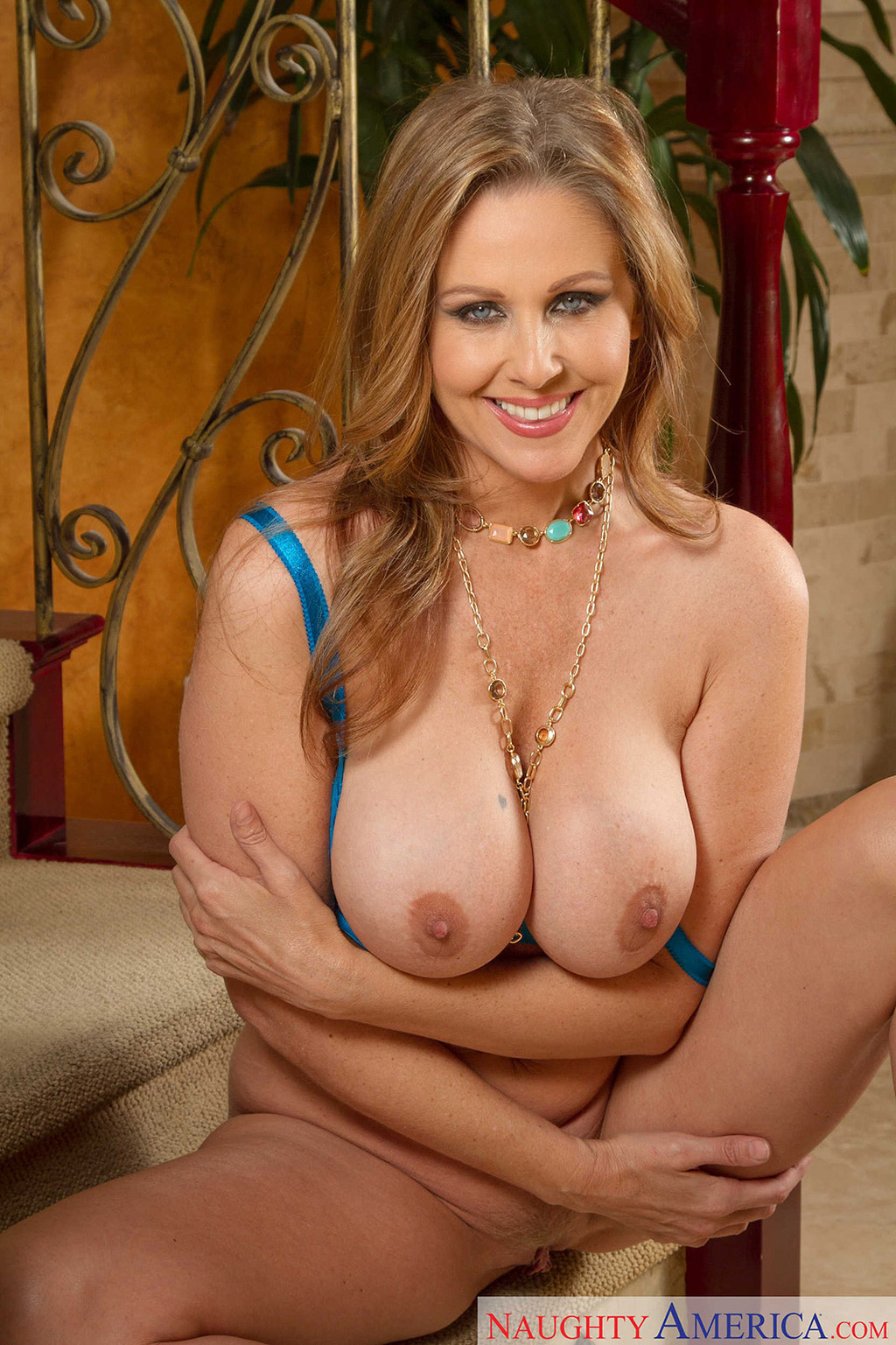 Black milfs flash video