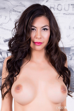 Heather Vahn Sexy Striptease Unleashes Big Firm Breasts