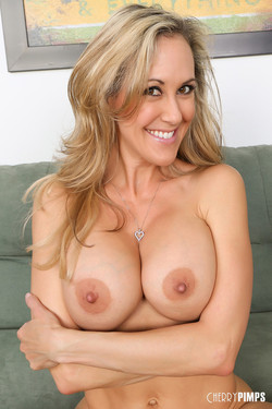 Brandi Love Amazing MILF Bares Fit Bod and Large Breasts