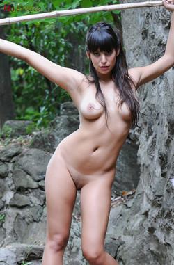 nue-lola-rustyka-jungle-10