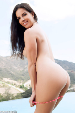 Kobe Lee Shapely Brunette Gets Nude at the Pool