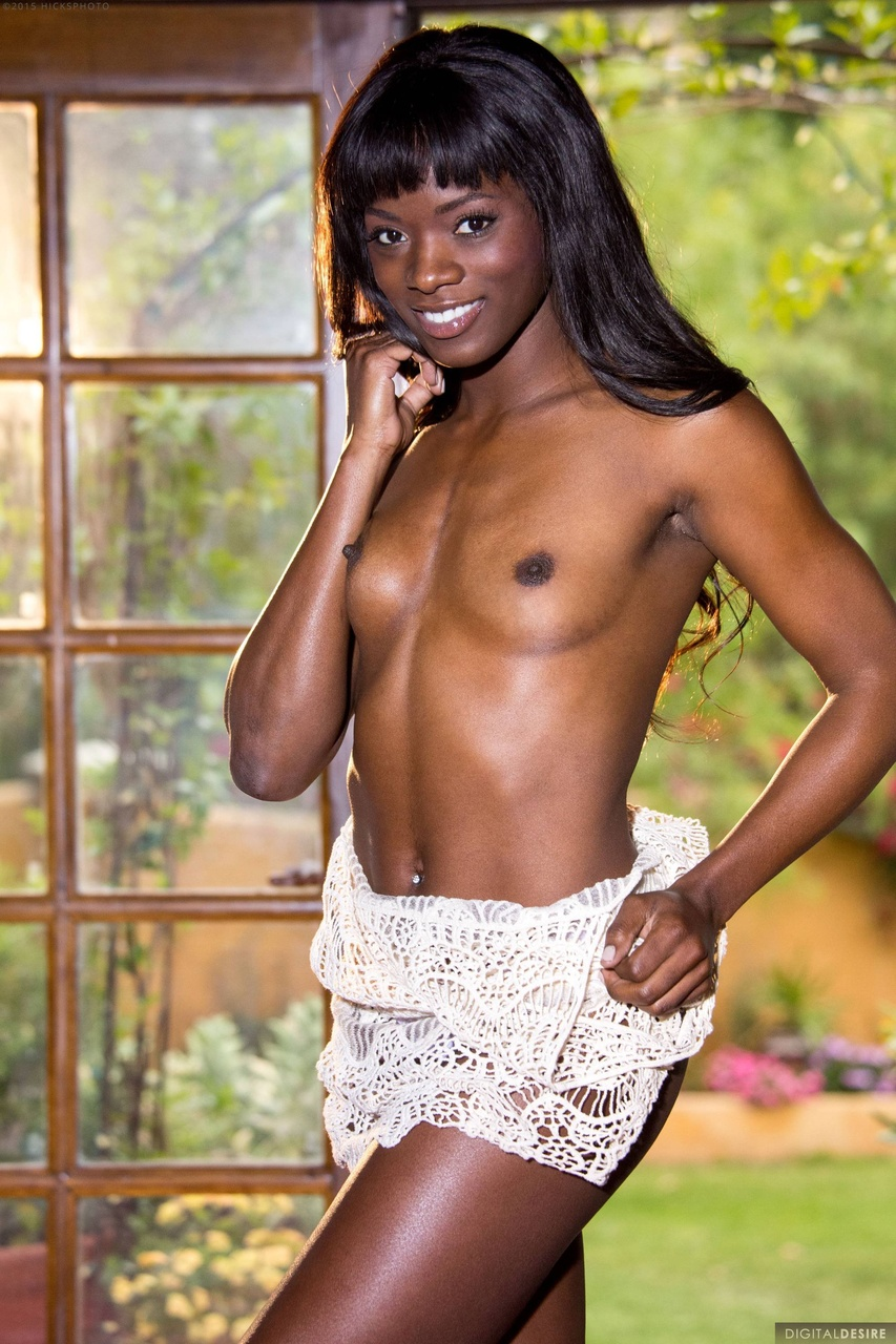 Ana Foxxx Ebony Babe Reveals Tight Naked Body