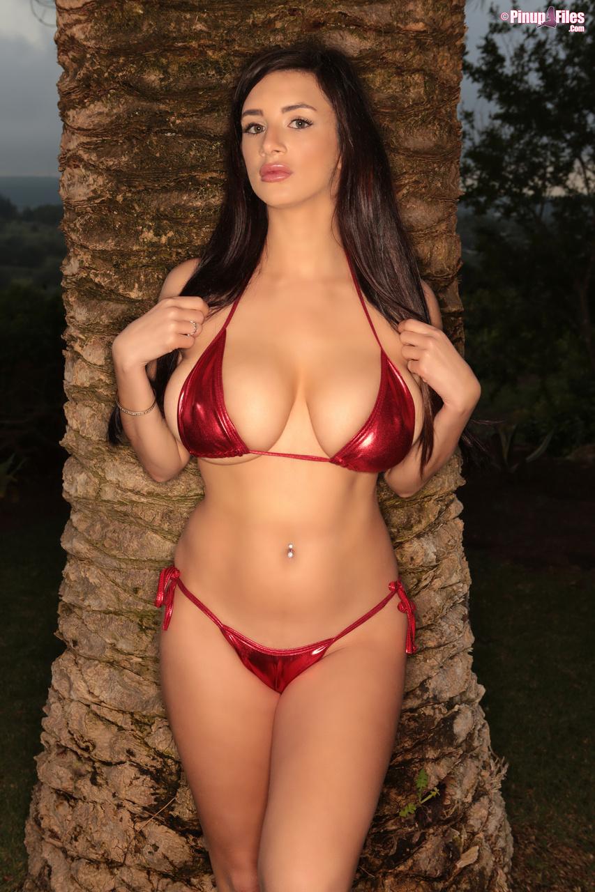 Cara Ruby Unveils Her Big Boobs in a Bikini