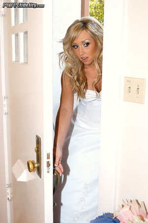 Jessica Lynn Plays the Slutty Bride