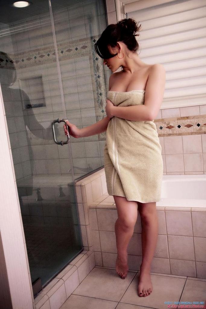 Dani Daniels Enjoys a Sensual Shower