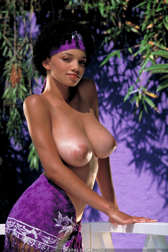 Gia Lashay Shows Off Her Beautiful Big Boobs