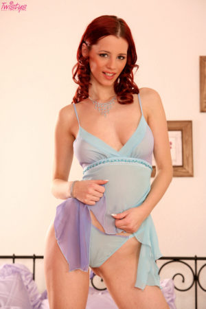 Natural Babe Gabrielle Lupin Uses a Dildo