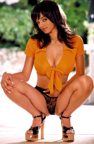 Hot Babe Gia Lashay Flaunts Her Killer Curves