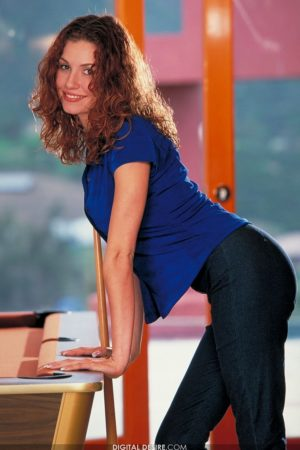 Jamie Lynn Strips Naked at the Pool Table