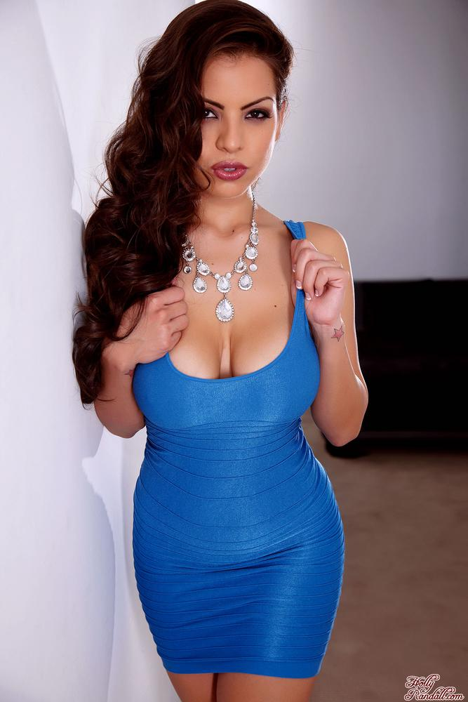 Yurizan Beltran Strips Off Her Dress and Dildos