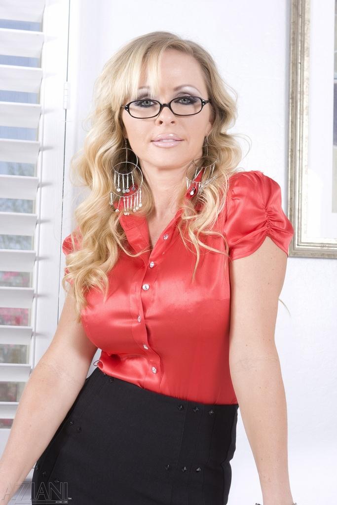 Dyanna Lauren Secretary
