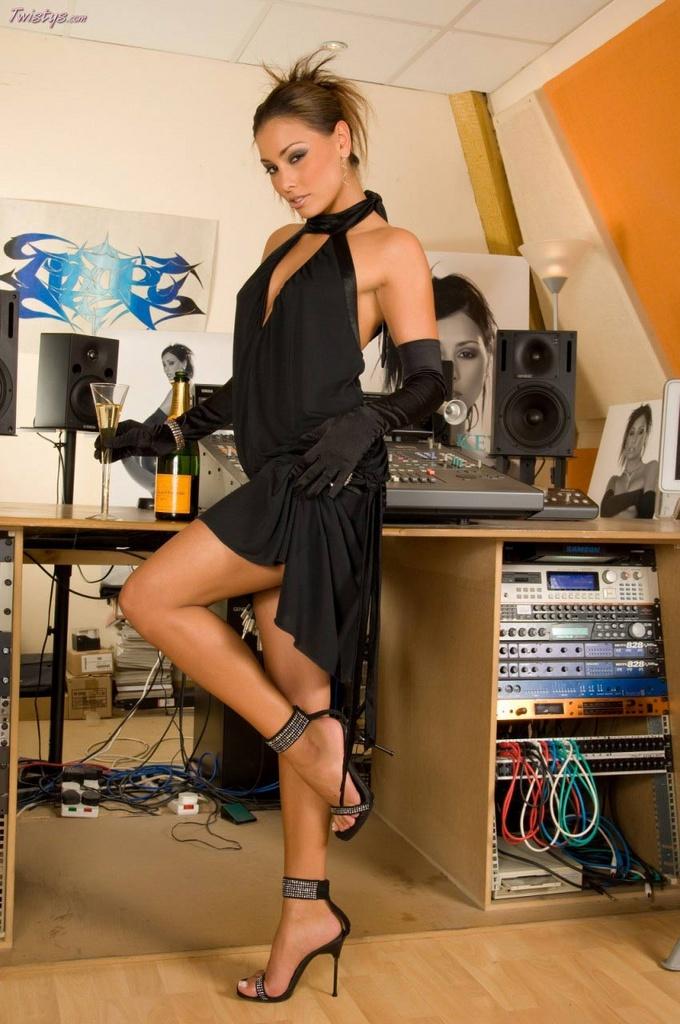 Anetta Keys Spreads in Stiletto Heels