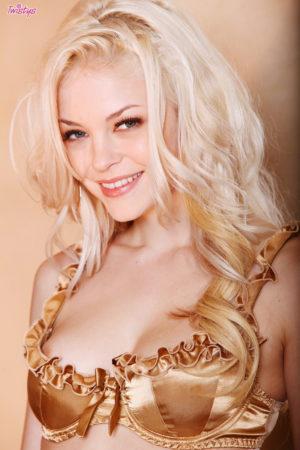 Bree Daniels Naughty Blonde Spreads in Heels Heels