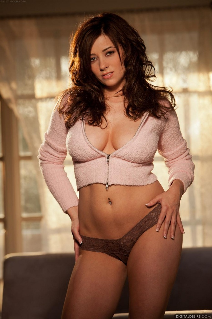 Sexy Taylor Vixen Sets Her Sweater Puppies Free