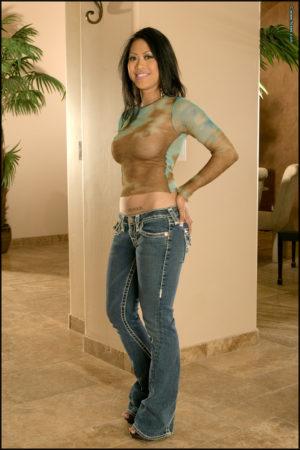 Kissa Bella Lets Her Nipples Peek Through