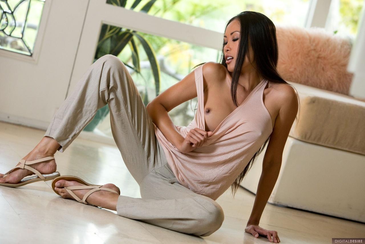 Danika Flores Unveils Her Full Round Boobies