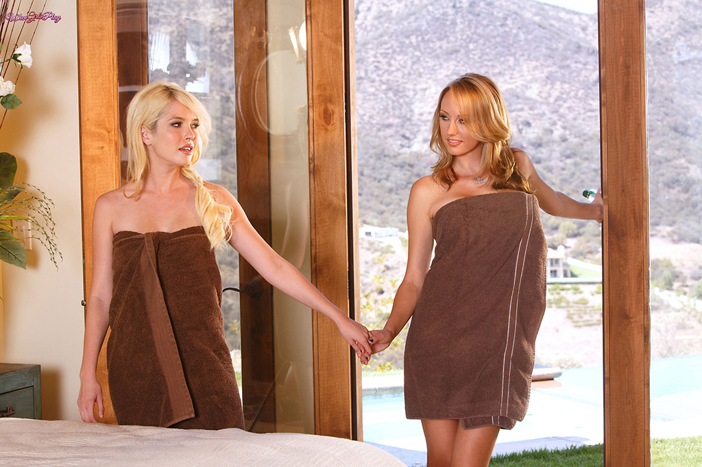 Brett Rossi and Tiffany Fox Hot Blonde Lesbian Massage