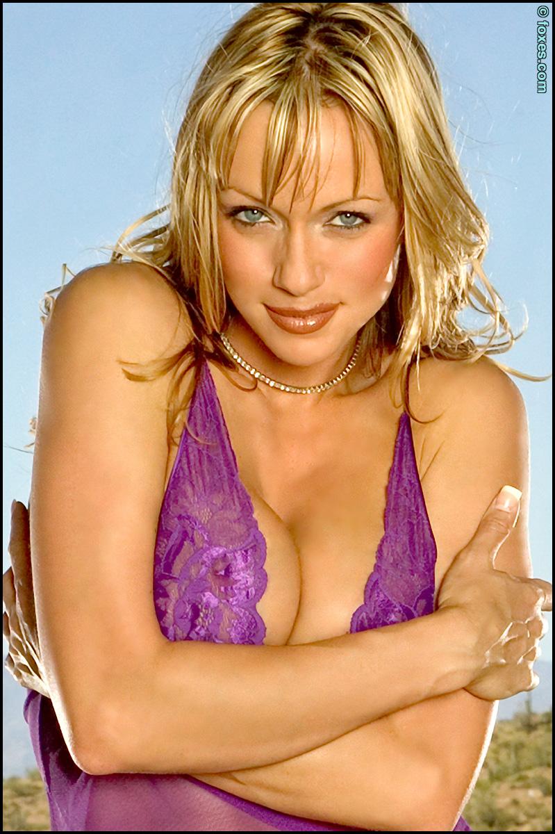 Amber Evans Desert Hottie in Lingerie Bares Busty Curves