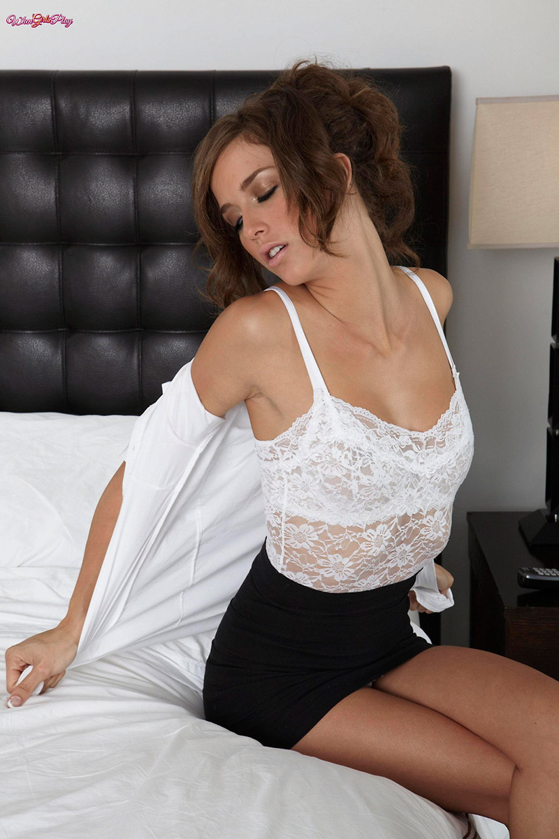 Eufrat Gives Malena Morgan a Proper Lesbian Massage