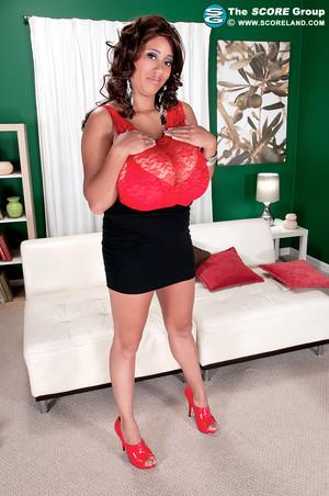Roxi Red Ebony Fashionista Flashes Wardrobe and Huge Knockers