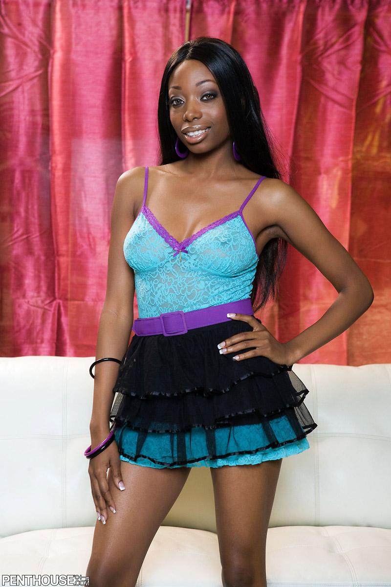 Courtney Foxxx Busty Ebony Babe Spreading