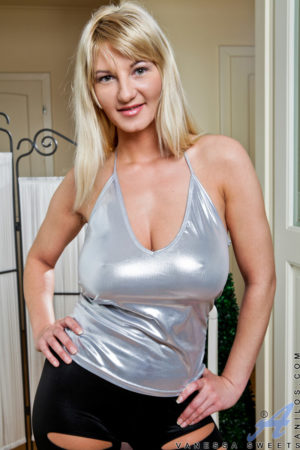 Vanessa Sweets Busty Mature Blonde Sheds Silver Top