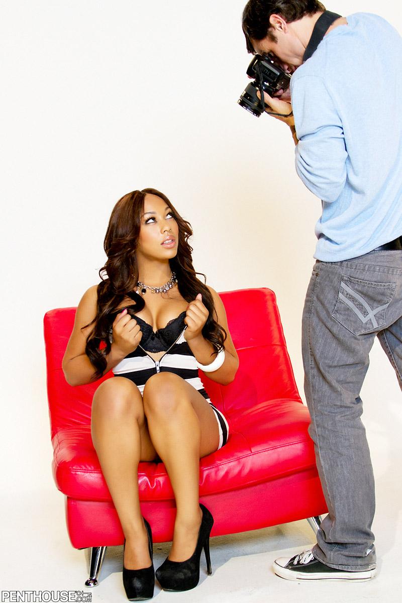 Leilani Leeane Horny Ebony Model Sucks Down Photographer
